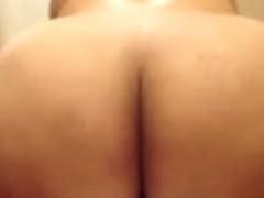 Shaking her BUTT