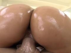 Big Booty White Girl!