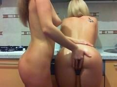 Olga fisting Lana's Ass