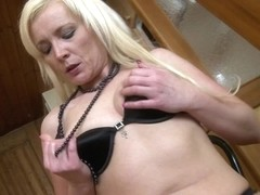 Nice-Looking mother I'd like to fuck working her snatch hard