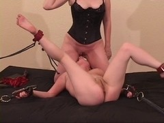 Raven receives dominated and eats girlfriend's snatch