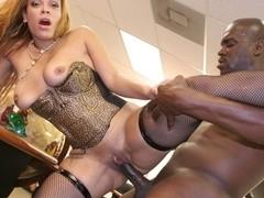 Ebony rod makes the whore scream in the office