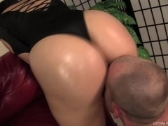 Sexy Big Booty Hottie Valerie Kay Fucked In Her Oiled Up Ass