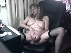 I drill my cunt with toy in amateur masterbation vid