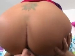 Bella Beyle has a huge butt and likes to make blowjobs