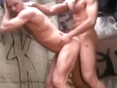 Random gay hookup in a dirty alley