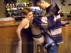 seksi porno konobarica tajni domaći pornić