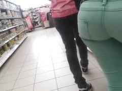 sexy tight ass, in strechted jean, teen ass candid