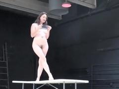 Naked on Stage 98 Avto Nude Body
