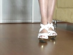 Foot worship is what Kamilia loves