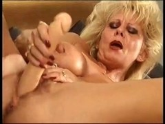 Old Mom Ridding Her Vagina With Large Toy