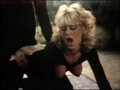 Amber Lynn, Crystal Breeze, Sasha Gabor in classic fuck clip