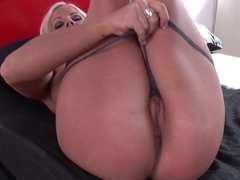 Jynx Maze gives her pussy to horny Levi Cash