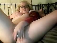 Nerdy schoolgirl wanks off on webcam