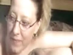 Mature mother shows irrumation sex skills
