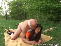 Old 10-Pounder jerked on this outdoor interracial fucking