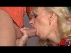 Young cock ravaging a mature babe's mouth and vagina