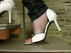 White heels snail crush