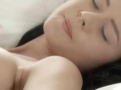 Brunette babe fingering vagina in whtie