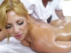 Jazmyn Gets A Deep Tissue Massage