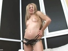 Shirley Fingers her Pussy in Close Up