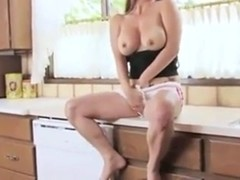 Big Tit girl Cums in the Kitchen