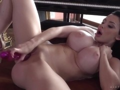 Aletta Ocean Breasty Cougar Hot Solo Session