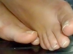 Gorgeous brazilian candid sexy feet soles and toes