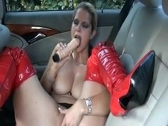German slut fucks herself on the backseat