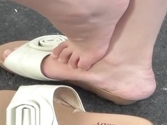 japan lady next to me, gets out of her beautiful badisdy-shoes