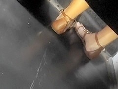 girl girl feet on bus (Nia)