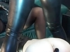 Fisting and face sitting porn video ends with a cumshot
