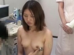 Voyeur cam recorded a naked cutie who came to her doctor