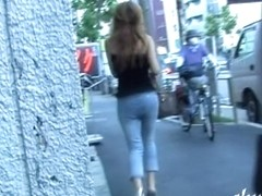 Boob sharking of a gorgeous Japanese babe on a street