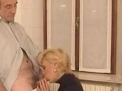 RUSSIA - Une Magnifique Mature fait une GP a un plombier