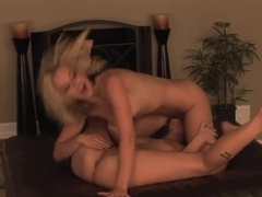 Slim blondes Lena Nicole and Sasha Knox get nasty