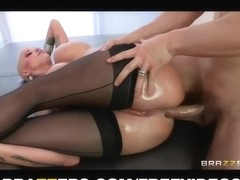 Large-arse blond Joslyn James has a pulsing anal big O
