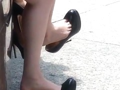 unbelievable SEXY - candid double dangle high heelsOMG