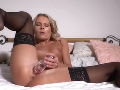PJGIRLS - I want to show you something naughty - Speculum in Motion