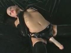 Kinky bimbo poses wearing strapon