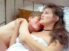Serena Grandi,Alexandra Vandernoot in L' Iniziazione (1987)