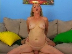 Granny Knows how to Engulf and Fuck