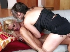 Lesbian slut receives professional rimming and climaxes