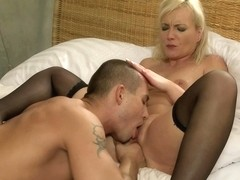 Momxxx video: milfs plaything