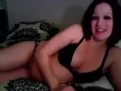 IÒ'm on cam shoving a toy in my cunt