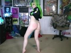 Big ass teen camgirl with green hair posing on webcam