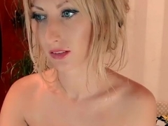 Sexy babe Alinn1 entices visitors to chat