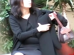 Sharking of a gorgeous Japanese MILF on a lonely road