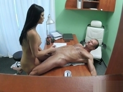 Sugar busty Jasmine Jae making guy happy by giving an amazing handjob