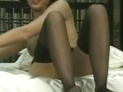 Short haired chick fingering and widening her snatch in sofa after undress show